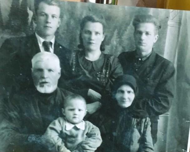 как найти родственников по фамилии отца